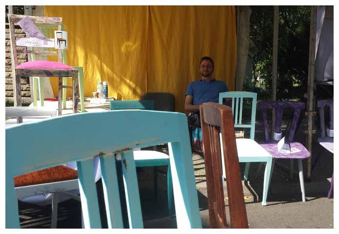 Robert bei der Arbeit, Marktstand, Straße des 17. Juni, Berlin, Kunst und Handwerkermarkt